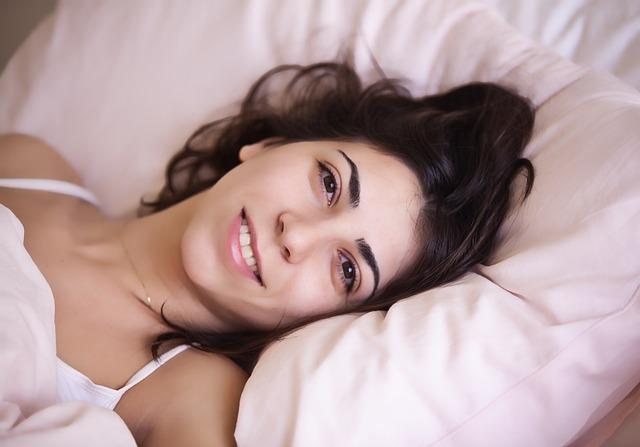 Perché il sonno ci rende più belle?